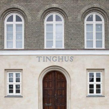 Kochs Tinghus i Store Heddinge er opført i 1838. Huset er i udgangspunktet klassicistisk men som det første rådhus i Danmark benytter arkitekten Jørgen Hansen Koch her den florentinske renæssances motiver i form af vinduerne på første sal, og dermed skaber han et værk i overgangen til historicisme. Huset blev i 1871 tilføjet en arrest, som nu er revet ned. Huset er blevet restaureret og under ledelse af Rønnow Arkitekter og lejes nu ud til et klima og energikoncpet under Stevns Kommune.